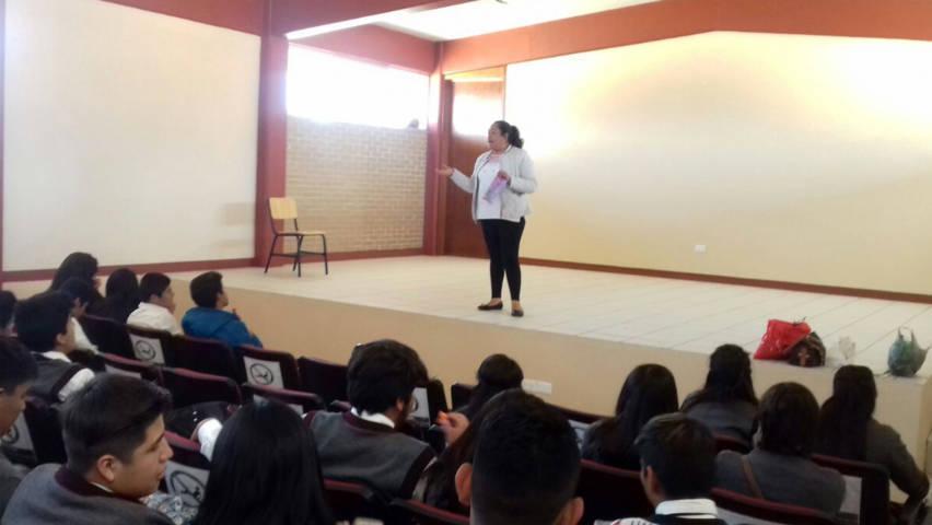 Reciben alumnos del COBAT 22 de Texoloc plática de sensibilización