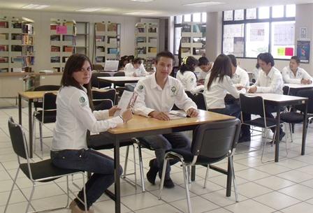 Beca tecnológica y universitaria benefició a más de 4mil alumnos