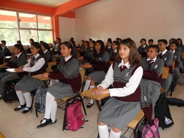 Más de 8 mil estudiantes en Tlaxcala reciben una beca económica