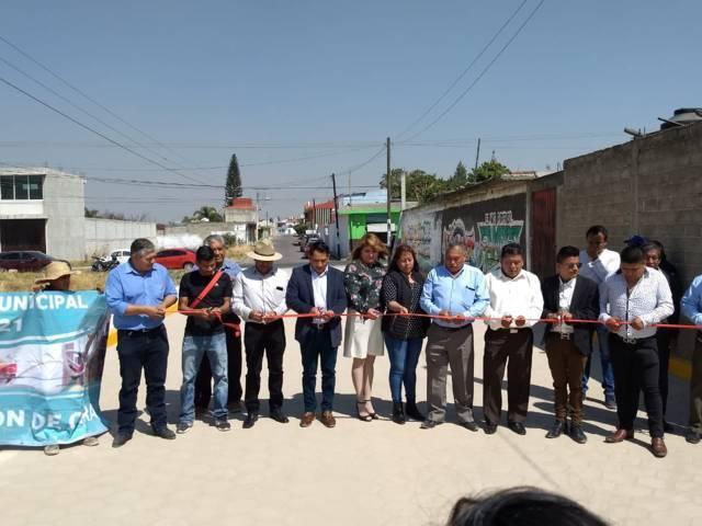 Pérez Rojas entrega otra calle pavimentada ahora la Tlahuicole