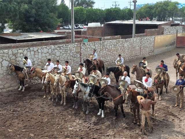 Destacada actuación en lienzo charro de Puebla