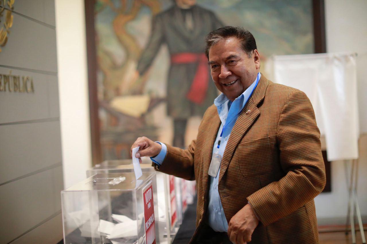 """Senado declara procedente consulta para enjuiciar a ex presidentes; """"Su Legalidad Está Firme"""": Joel Molina"""