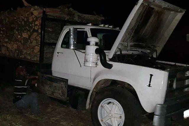 La SSC asegura dos vehículos con material forestal en Chiautempan