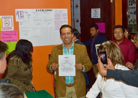 Bladimir Zainos recibe su constancia de alcalde electo