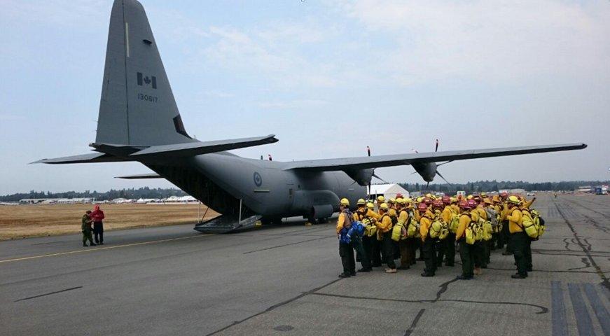 Despliega México apoyo histórico para combate de incendios en Canadá