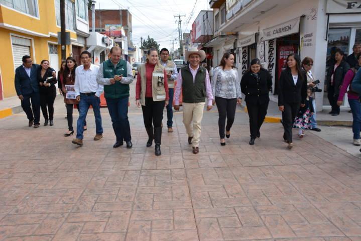 Alcalde mejora la imagen urbana de la Avenida Libertad de la Secc. 1ra