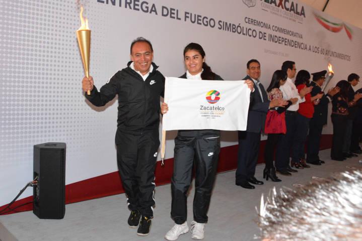 Orea Albarrán recibe fuego simbólico de la Independencia de México