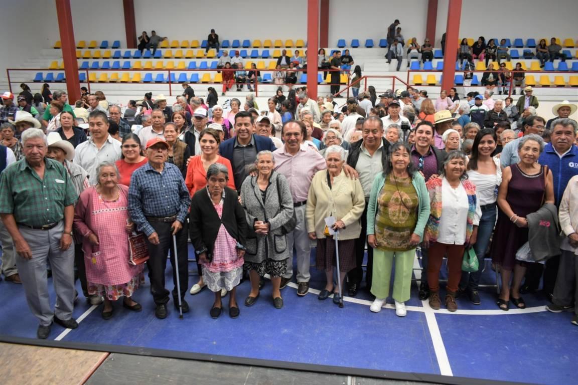 Ayuntamiento y el SMDIF festejaron a más de 400 abuelitos en su día