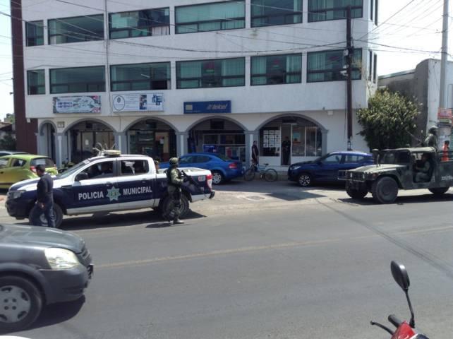 Detiene Policía de Xicohtzinco a mujer por agredir verbalmente a policías y a una oficial
