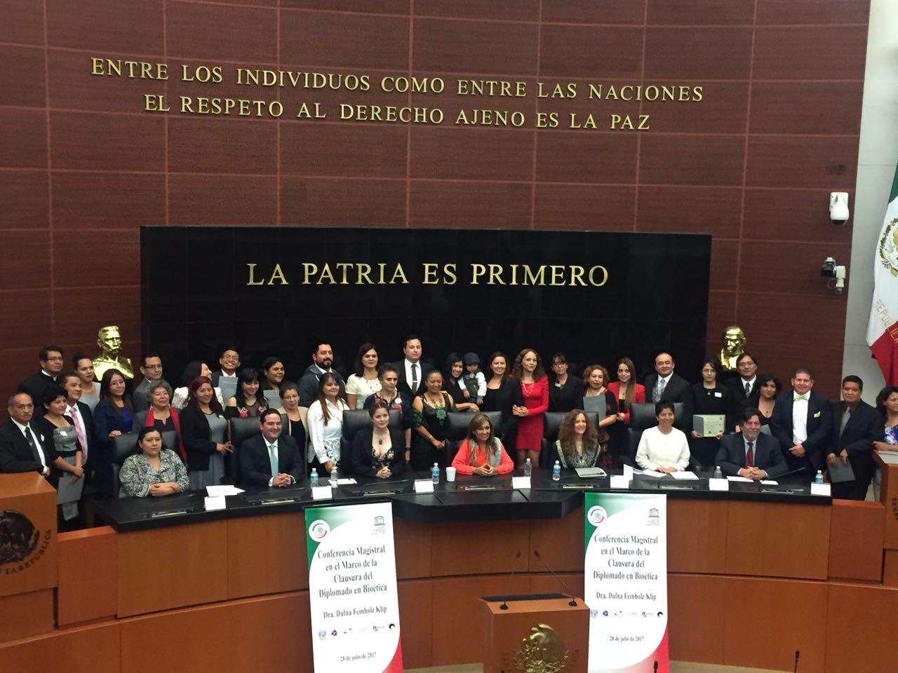 Lorena Cuéllar clausura en el Senado Diplomado de Bioética