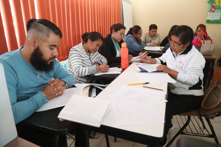 Refuerzan docentes prácticas educativas mediante intercambio de experiencias