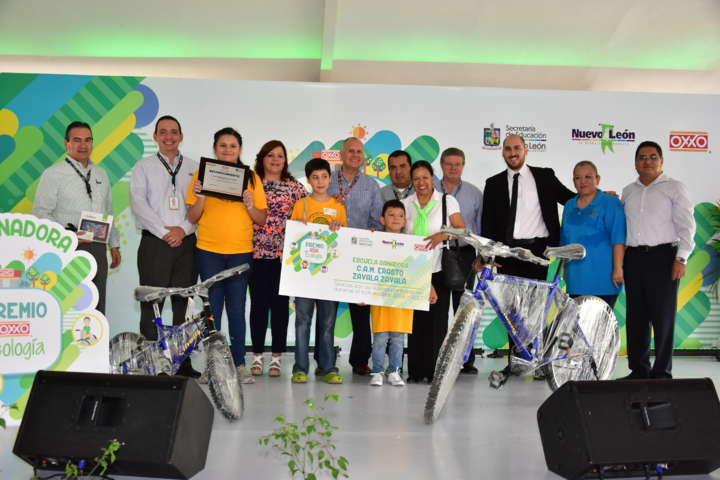 OXXO y SEP Nuevo León reconocieron compromiso escolar con el medio ambiente