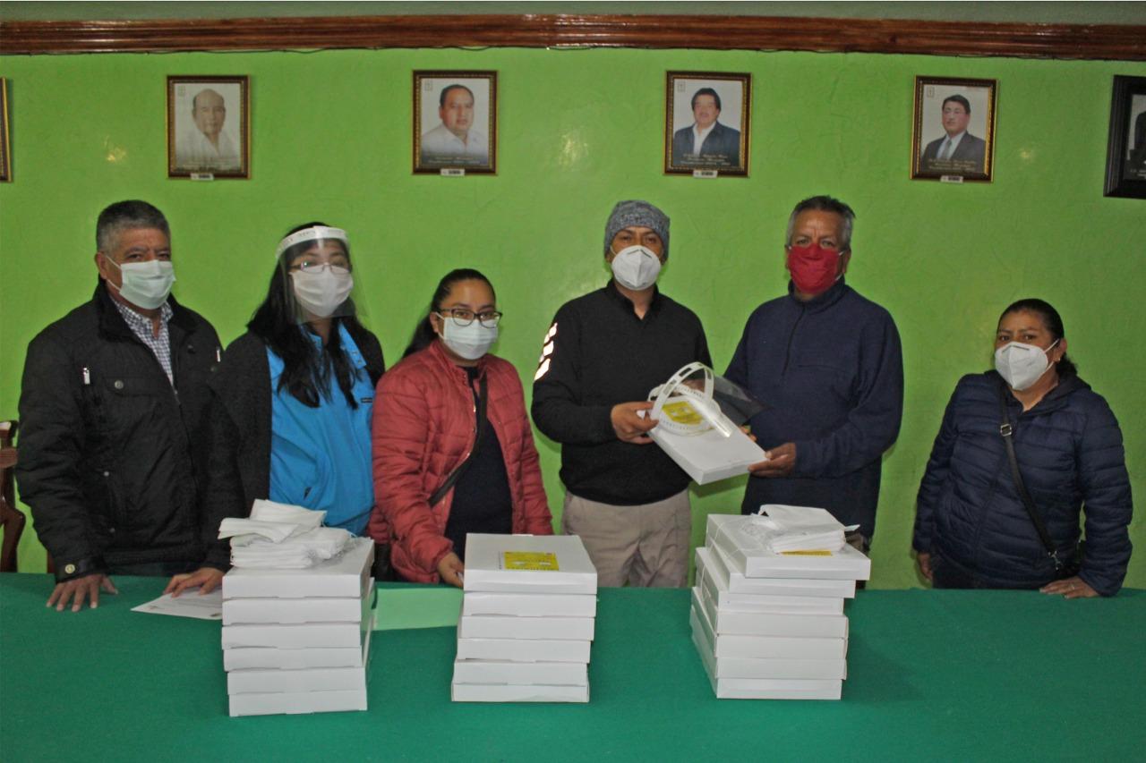 Distribuyen caretas gratuitas en diversas calles de Xiloxoxtla