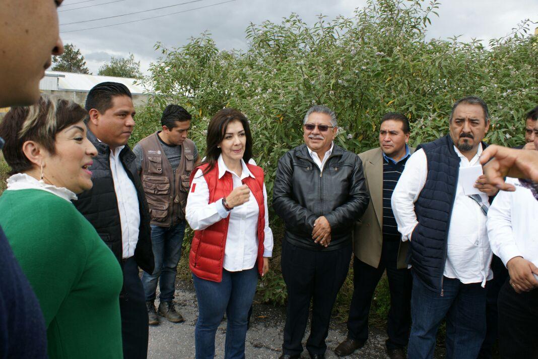 Recorren calles de Contla delegada de SCT y Presidente Municipal