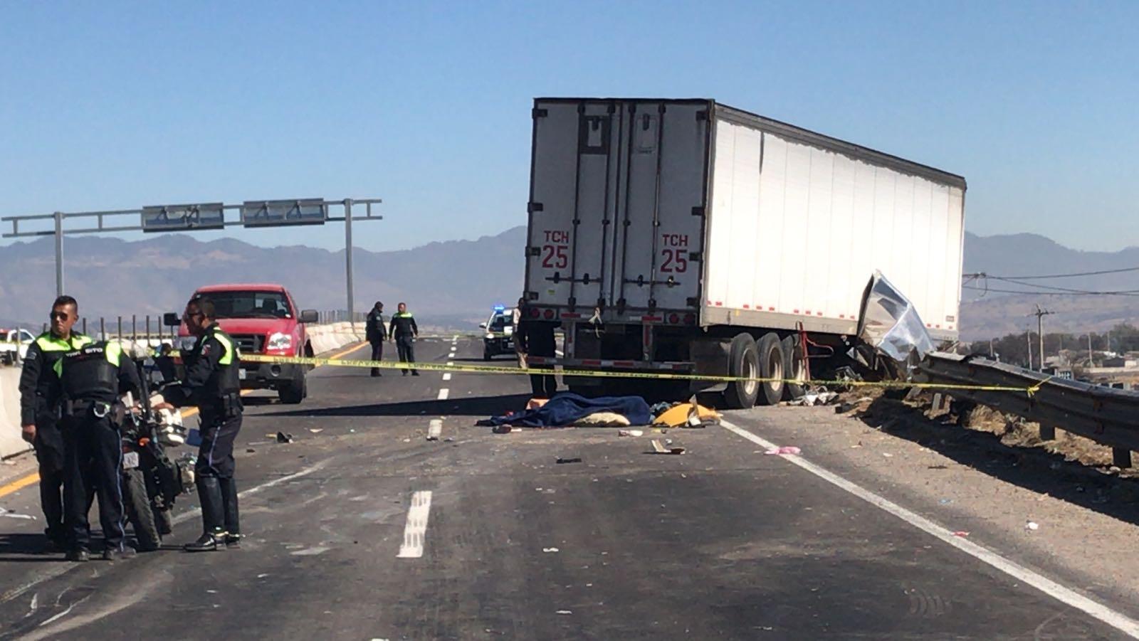 Dejan dos horas cadáver de accidentado en la México- Veracruz