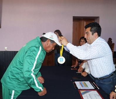 Alcalde de Calpulalpan reconoce trayectoria de deportistas y entrenadores