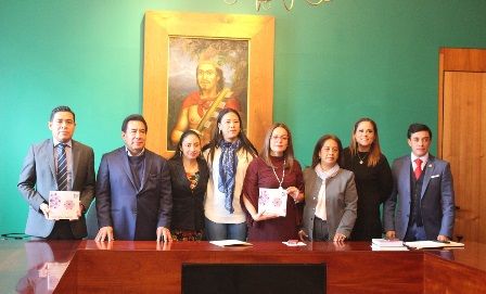 Reciben diputados locales informe de actividades del Iaptlax