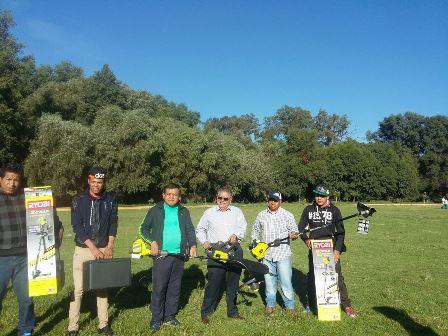 Miguel Muñoz realiza faenas de conservación de áreas verdes