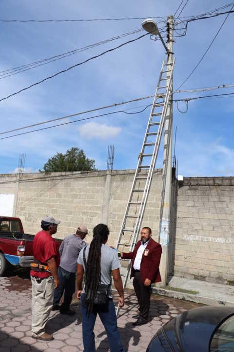 Invierte Xicohtzinco 400 mil pesos en ampliación de alumbrado público