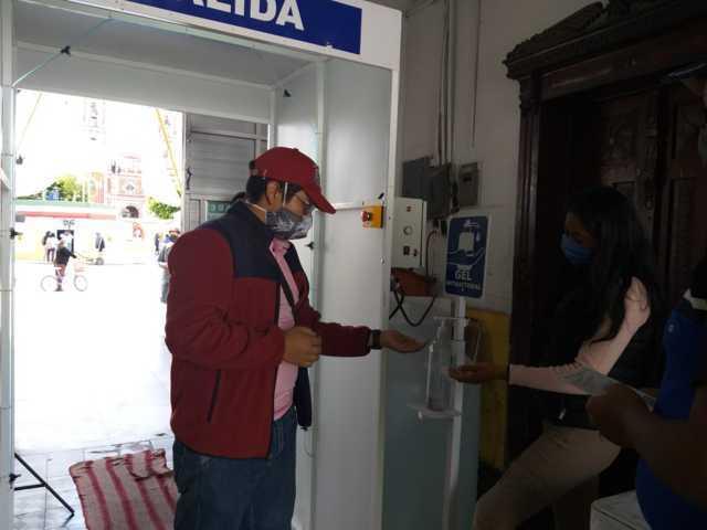 Instala Gobierno Municipal cabinas sanitizadoras en Xicohtzinco