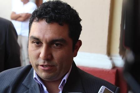 Alcalde de Calpulalpan desmiente que se haya estacionado en lugar prohibido