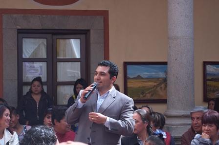 Alcalde de Calpulalpan atestigua clausura de curso de manualidades