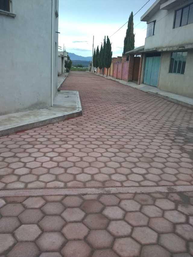 Entregan autoridades de Huamantla calle adoquinada a vecinos de Santa Anita