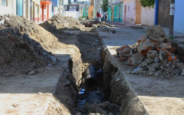Alcalde de Calpulalpan pone en marcha rehabilitación de drenaje en el Mirador