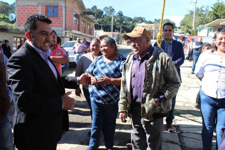 Alcalde mejora la imagen urbana de la calle Popocatépetl de la Soledad