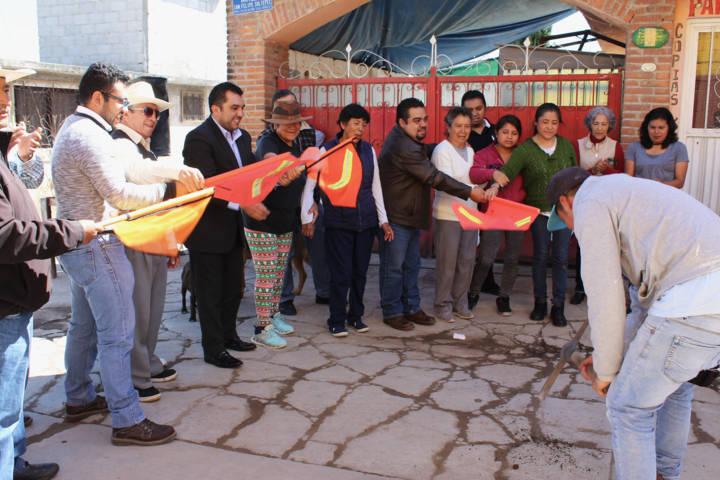 Alcalde pone en marcha trabajo de pavimentación en Soltepec