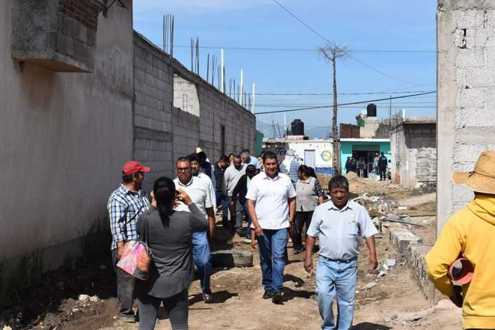 Después de 35 años la calle Xicohténcatl de Michac tiene electrificación: OMJ