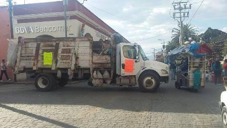 Cieran empleados alcaldía de Calpulalpan para exigir salarios