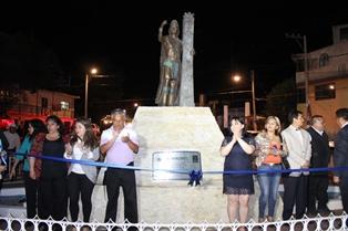 Develan en Calpulalpan estatua a Nezahualcóyotl en nueva Glorieta