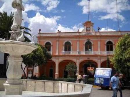 Extrabajadores de Calpulalpan esperan pago de prestaciones