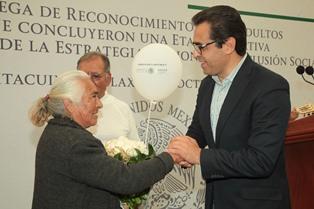 Entregan certificados a 505 adultos mayores de Ixtacuixtla