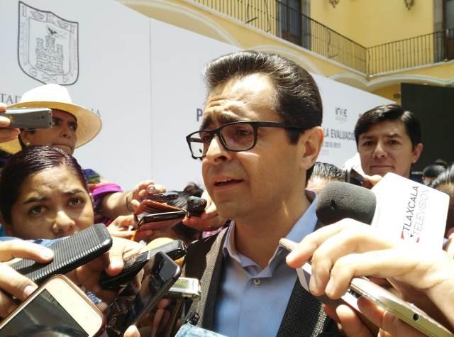 Niega Manuel Camacho uso electorero del programa de becas