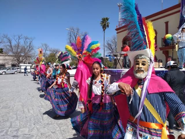 Cautivan huehues tlaxcaltecas a habitantes de Bustamante, Nuevo León