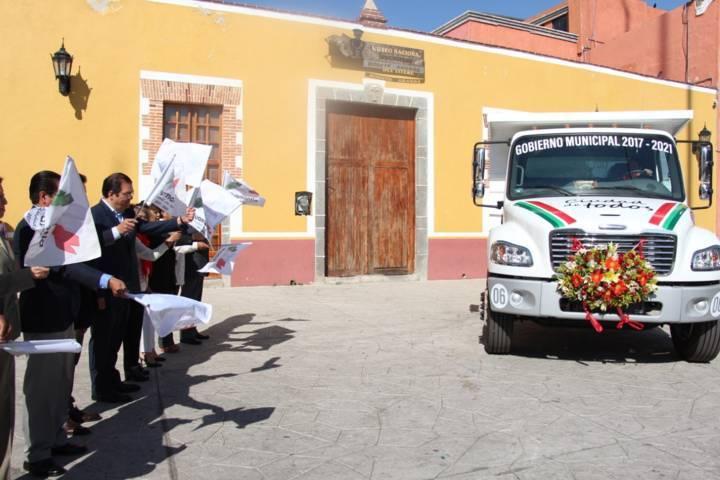 Sánchez Jasso entregó camión recolector de residuos solidos