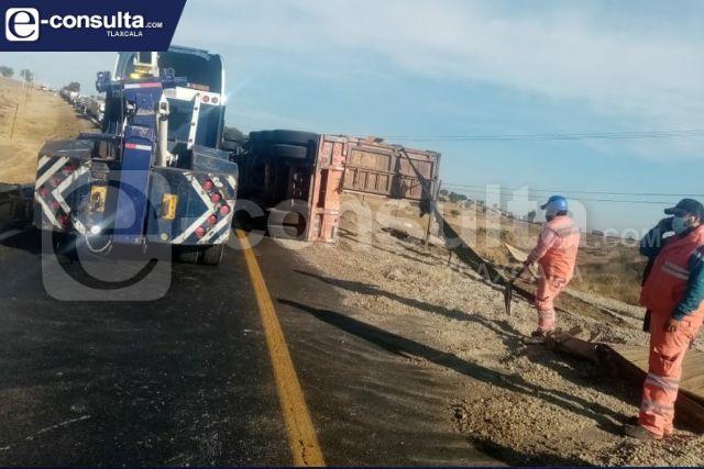 Sujeto muere sepultado sobre la carretera federal México-Veracruz
