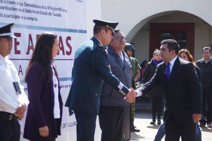 Alcalde invita a canjear armas para prevenir violencia y preservar la integridad