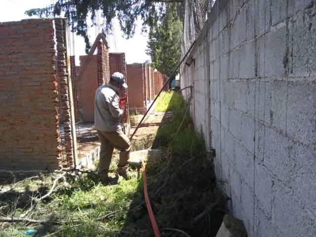 Atiende Capam fugas de drenaje y agua en calles de Loma Bonita