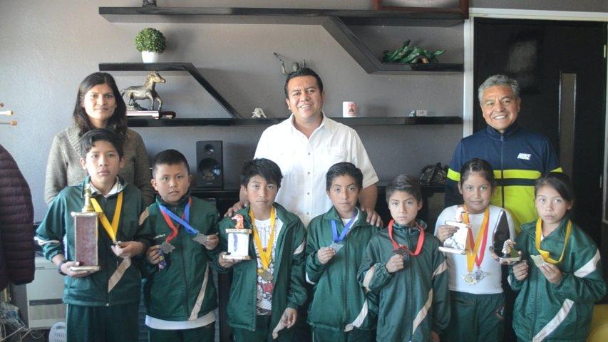 Alumnos de la primaria Hidalgo de Xaltianquisco visitaron la alcaldía