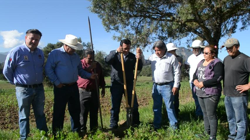 Rivera Mora acerca servicios básicos a la comunidad de Xaltianquisco