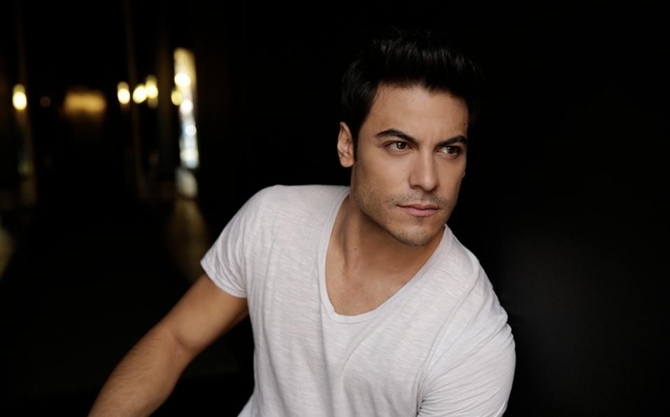 Carlos Rivera cancela su participación para conducir los Latin Grammy 2020