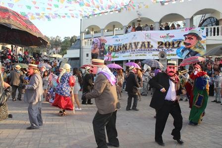 Con un colorido desfile Tepetitla celebra su carnaval