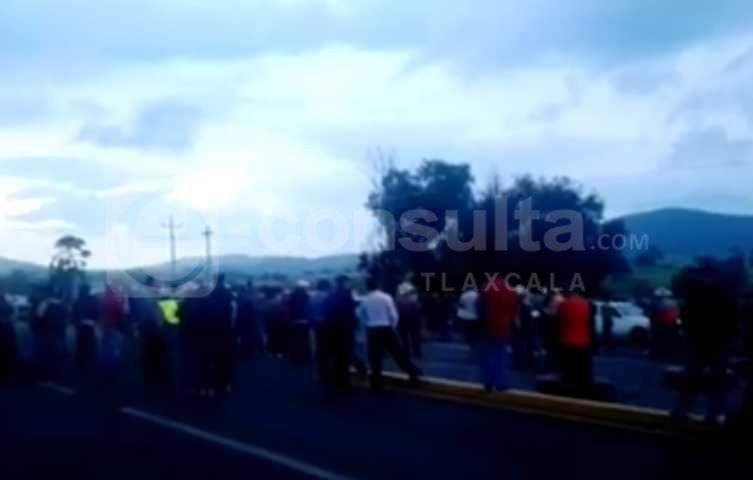 Incompetencia de autoridades locales provoca cierre de vialidad en Calpulalpan