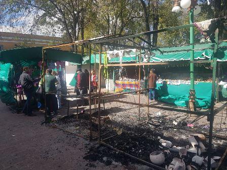 Vandalizan en casetas de comerciantes de la plaza Xicoténcatl