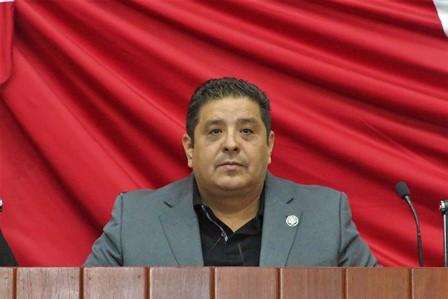 Presenta Castro iniciativa para proteger a adultos mayores