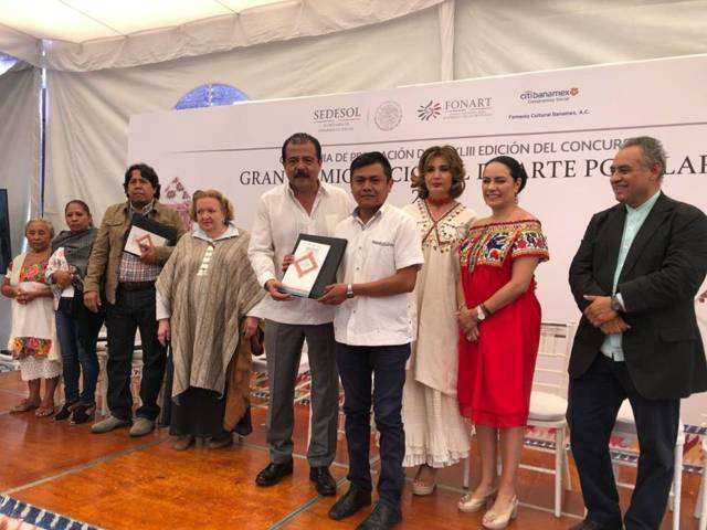 """Obtiene artesano tlaxcalteca """"Galardón Presidencial"""" del Premio Nacional De Arte Popular"""