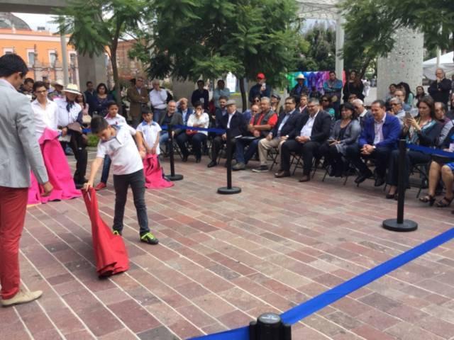 Da cátedra taurina el matador Sergio Flores en Aguascalientes